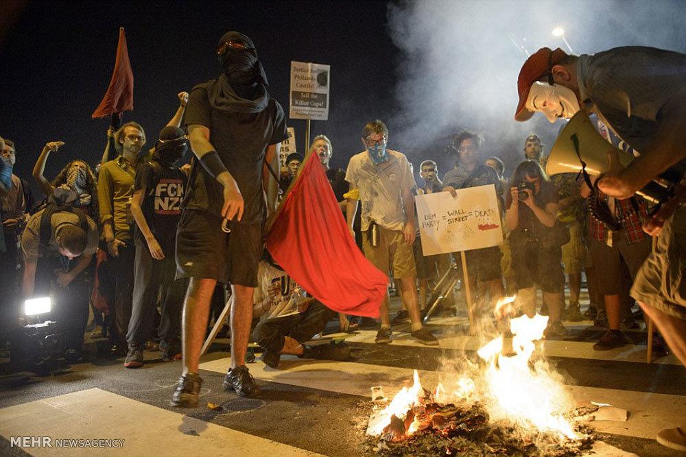 آتش زدن پرچم آمریکا و اسرائیل در فیلادلفیا