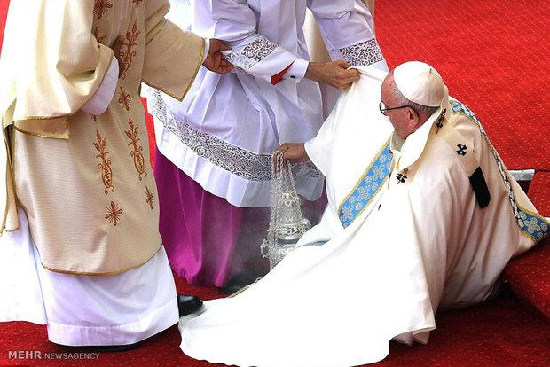 زمین خوردن پاپ فرانسیس