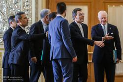 مشاهد من لقاء حسين جابري أنصاري بالمبعوث الأممي الى سوريا