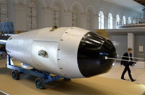 اختلافات دموکرات ها و جمهوریخواهان بر سر  مدرن سازی تسلیحات اتمی