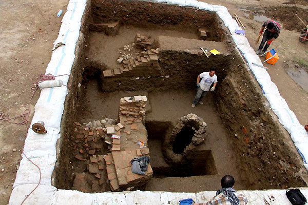 Excavation in Amol old city uncovers pottery, glass