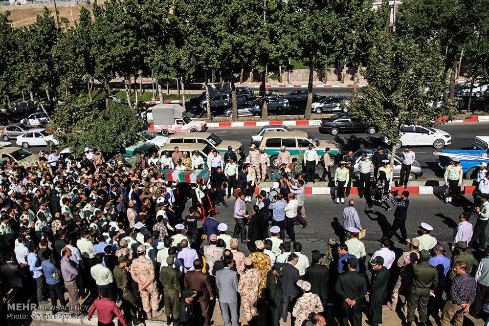 تشییع پیکر یک شهید گمنام در کردستان