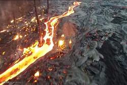 آتشفشاں کا پگھلا ہوا لاوا سیاحوں کی توجہ کا مرکز