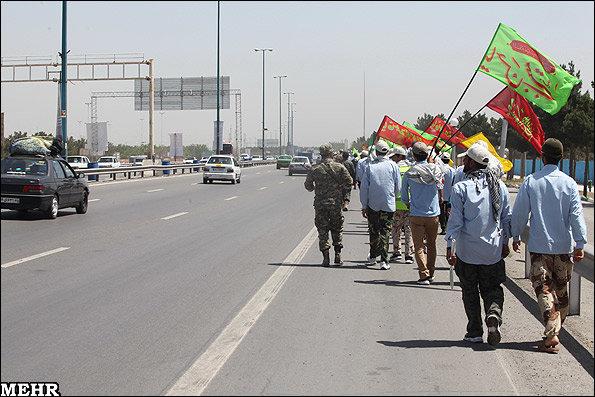 بالغ بر ۸ هزار زائر پیاده سبزواری وارد مشهد می شوند