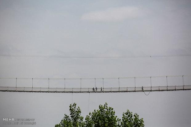 مرگ زن جوان در پل معلق مشگین شهر/علت هنوز نامشخص نیست