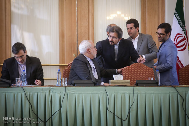 Iran's FM commemorates Natl. Journalists' Day