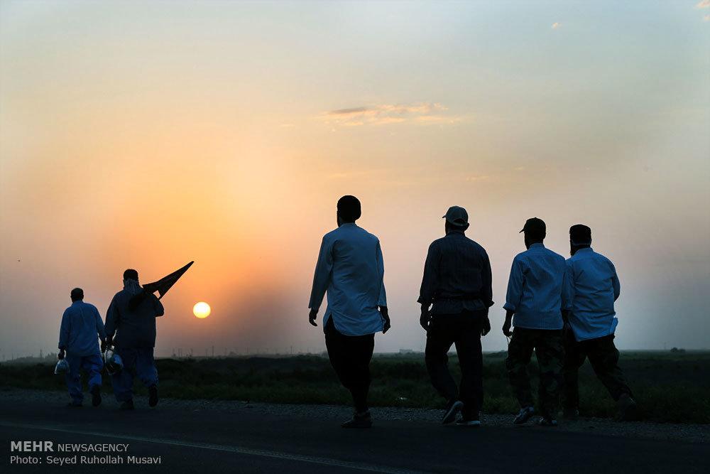 حرکت کاروان پیاده به سمت مشهد مقدس