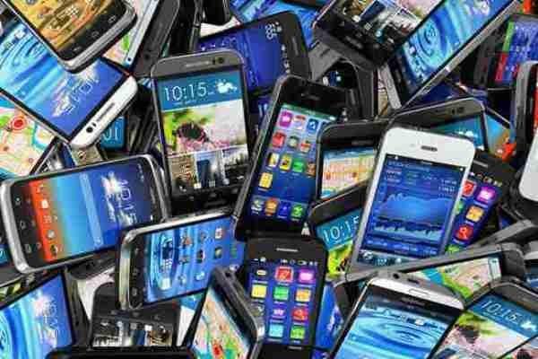 سوءاستفاده دلالان بازار موبایل از بحران کرونا/ مردم گوشی نخرند