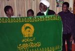 تحويل پرچم متبرک بارگاه مطهر حضرت رضا عليه السلام به شيخ زکزاکي در زندان نيجريه