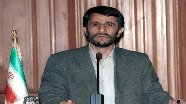 الرئيس السابق احمدي نجاد  يطالب أوباما بإعادة مليارات الدولارات لإيران