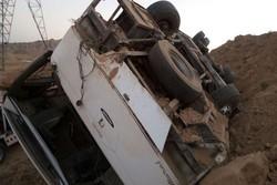 واژگونی اتوبوس در محور قاین-بیرجند ۹ نفر را روانه بیمارستان کرد