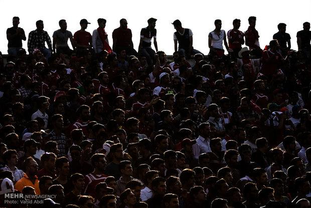 دیدار تیم های فوتبال ماشین سازی و تراکتورسازی