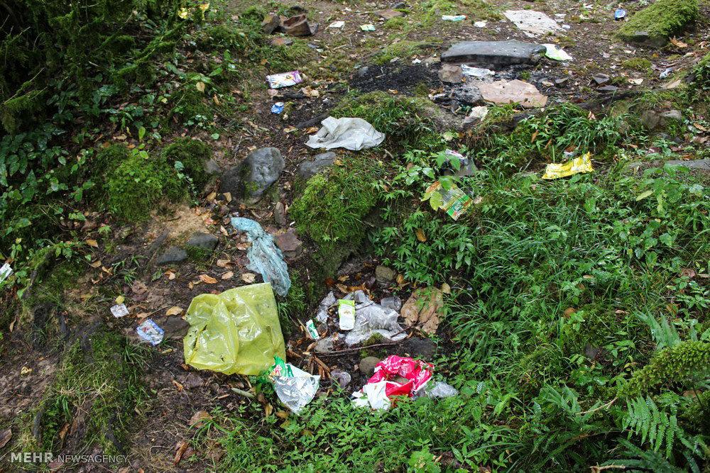پراکندگی زباله ها در منطقه گردشگری دوآب سیاهکلرود چابکسر