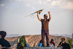 Kite-runners in Larestan
