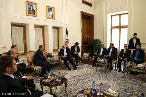 Deputy FM meets with Qom clerics