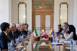 ظريف يعلن استعداد طهران لمساعدة كاراكاس في  عقد قمة عدم الانحياز في فنزويلا