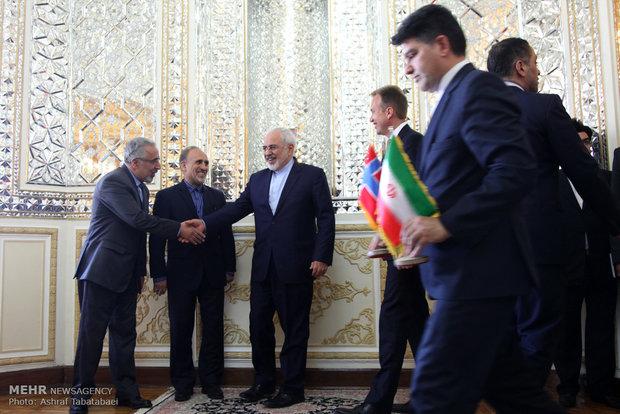 لقاء وزير الخارجية الايراني ونظيره النرويجي