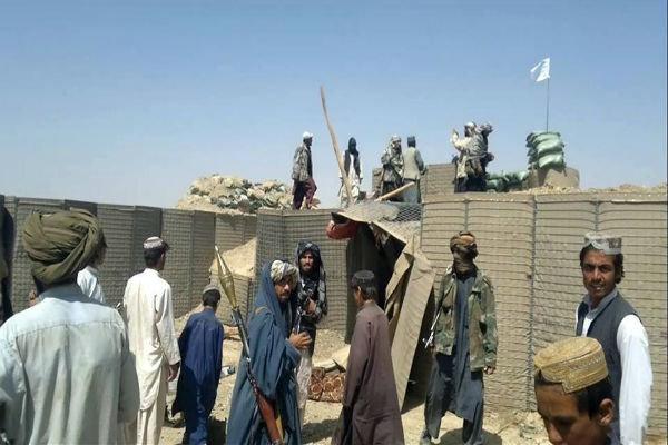 تسلط طالبان بر یک پایگاه نظامی در کابل/ حمله هوایی ارتش به بدخشان