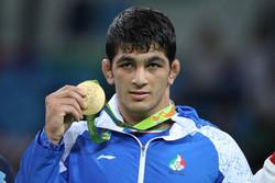 اهدای مدال طلای قهرمان المپیک به آستان قدس رضوی