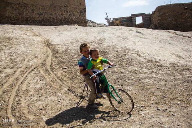 فقر به توان امید, زندگی در روستاهای محروم اطراف مشکین شهر(تصویر)