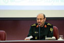وزير الدفاع الإيراني يلتقي برئيس هيئة الأركان المشتركة في جنوب أفريقيا