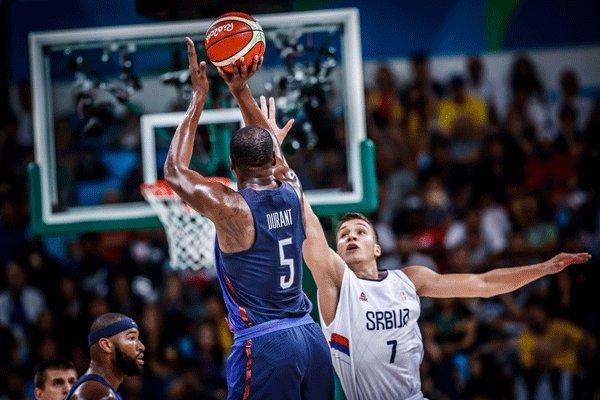 دیدار تیم های ملی بسکتبال آمریکا و صربستان