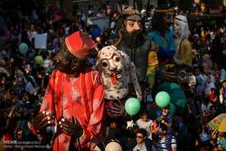 شادپیمایی عروسکها در مناطق زلزلهزده کرمانشاه