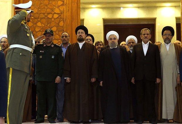 رئيس الجمهورية وأعضاء الحكومة يجددون العهد مع الامام الخميني (ره)