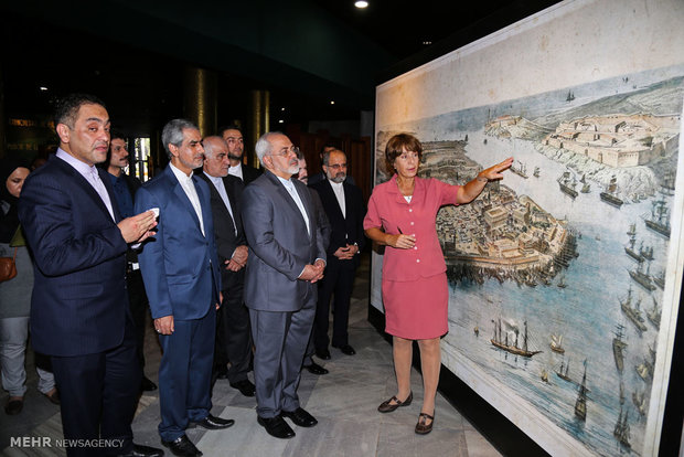 Zarif pays homage to Memorial Edifice of Cuban independence father