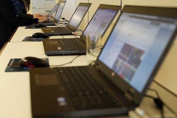 اینترنت ، لپ تاپ ، فضای مجازی