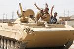 فیلم/تسلط ارتش عراق بر چندین چاه نفت در موصل