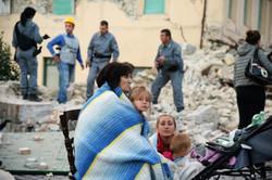 اٹلی میں ملبے کے نیچے دبے ہوئے افراد کو نکالنے کی کوششیں جاری