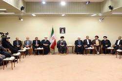 قائد الثورة يستقبل رئيس الجمهورية واعضاء الحكومة الايرانية