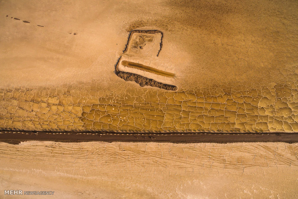 استخراج نمک در بیابان داغ