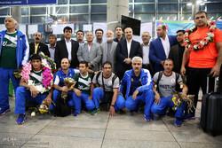 تیم ملی کشتی آزاد به ایران بازگشت/ غیبت رسول خادم و رضا یزدانی!