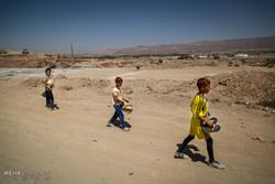 توزیع هدایا به کودکان کار