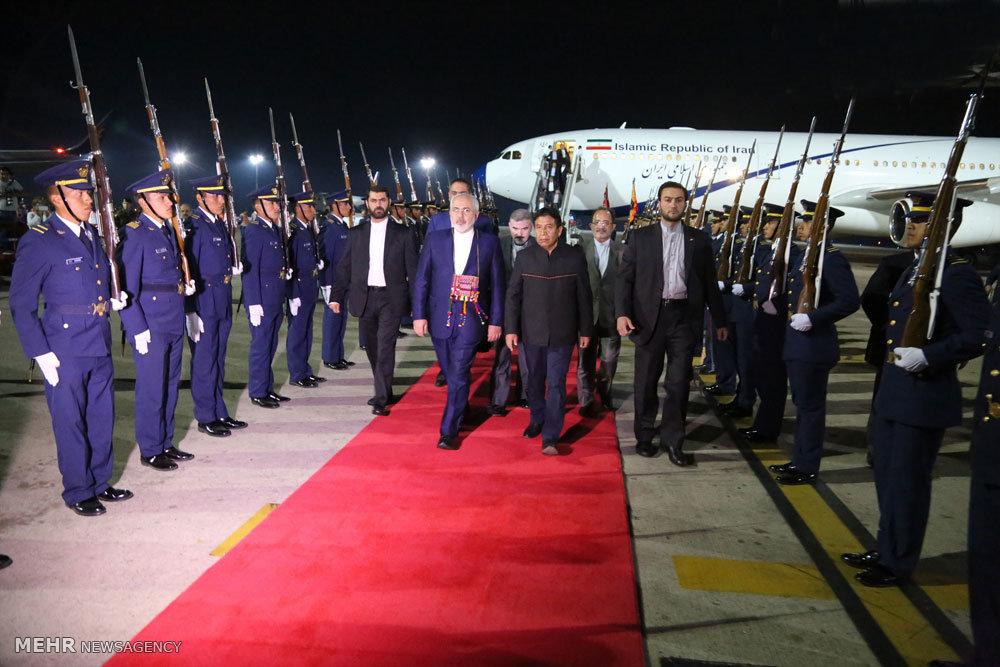 ورود وزیر امور خارجه و هیات همراه به فرودگاه سانتاکروز بولیوی