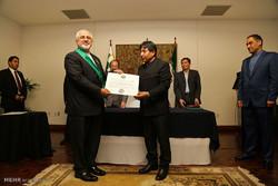 ایرانی وزیر خارجہ کو بولیویہ کا اعلی نشان عطا کیا گیا