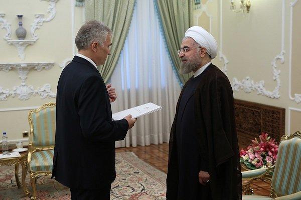 روحاني يؤكد على ضرورة توسيع العلاقات بين طهران ومينسك