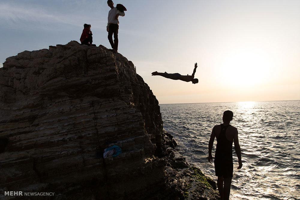 تفریح و آبتنی در سواحل بیروت