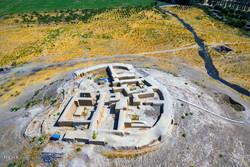 """تلة """"ازبكي"""" الأثرية تروي تاريخ ايران منذ العصور السحيقة"""