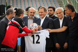 جهانغيري وسط الملعب مع الفريق الايراني