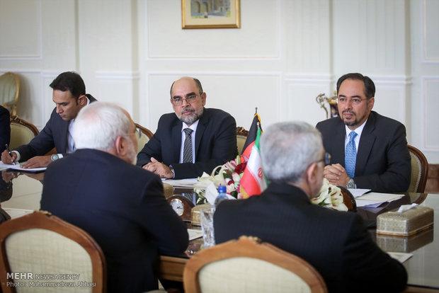 لقاء ظريف بنظيره الأفغاني