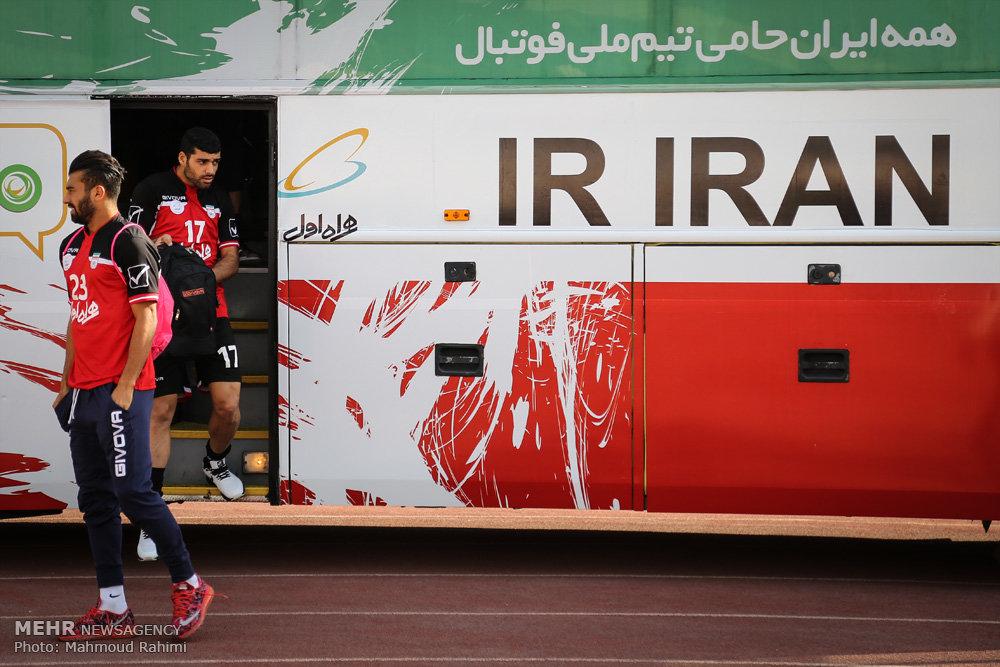 جهانغيري وسط الملعب مع المنتخب الوطني لكرة القدم