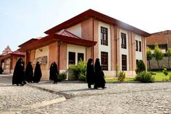 دیدار جمعی از طلاب خواهر غیرایرانی مسلمان حوزه علمیه مشهد مقدس با آیت الله نورمفیدی نماینده ولی فقیه در گلستان