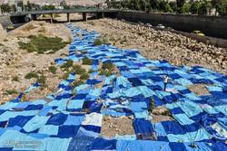 """""""أزرق بدون ماء"""" حملة توعية فنية تغير مجرى نهر جاف في شيراز"""