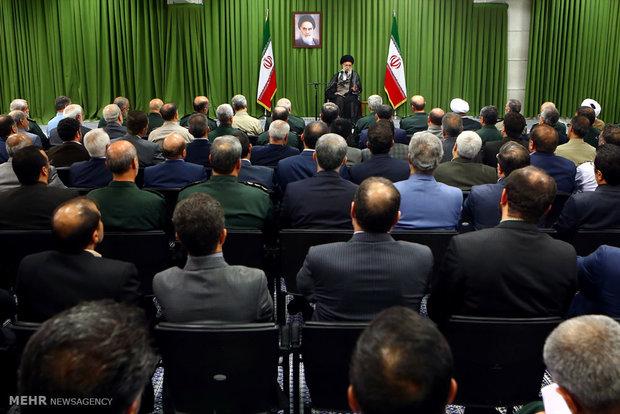 القائد العام للقوات المسلحة يتفقد معرض منجزات وزارة الدفاع الايرانية