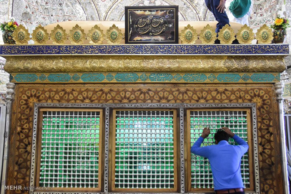 مراسم غبار روبی و عطر افشانی ضریح مطهر امامزاده شاهرضا