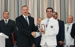 بالاترین نشان کشور آذربایجان به رضا مهماندوست اهدا شد