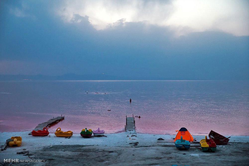 2195289 - روایتی از واقعیت تا شایعه؛ خونِ دلِ دریاچه ارومیه به رخسار نشست